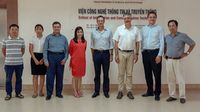 Zu Besuch an der Informatikfakultät der Hanoi University of Science and Technology (von links): Prof. Trung Tran Viet, Prof. Linh Truong Dieu, Prof. Dr. Georgios Raptis, Prof. Binh Huynh Thanh, Prof. Dr.-Ing. Thomas Bulenda, Prof. Dr. Stefan Körkel, Prof. Dr. Markus Westner und Prof. Hai V. Pham. Foto: Prof. Dr. Markus Westner